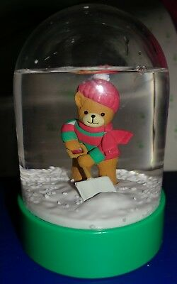 """Vintage 1986 Lucy Rigg Snowglobe Waterball Bear Shoveling Winter Christmas 4"""""""