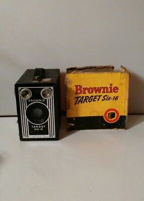 Old Vtg Antique Art Deco Target Brownie Six 6-16 Box Camera Made in USA