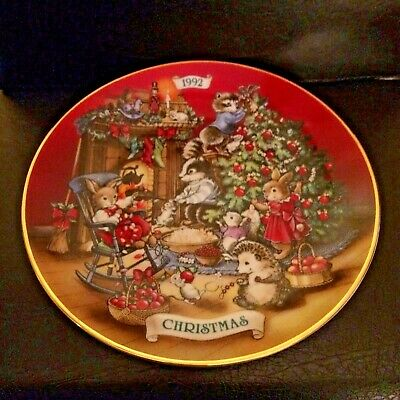 "Avon 1992 Porcelain Plate ""sharing Christmas With Friends"" 22K Gold Trim"