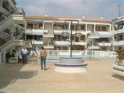 Holiday apartment for rent in Torrevieja,175 metres to beach a/c, pool, sleeps 5