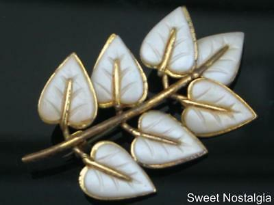 Unusual Vintage 40's Retro White Resin/plastic Inset Leaf Lacquered Brass Brooch