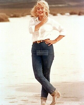 Marilyn Monroe Iconic Actress And Sex-Symbol - 8X10 Publicity Photo (Op-333)