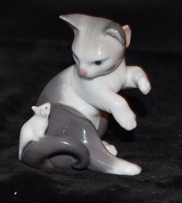 Lladro 5236 Porcelain Cat with Mouse on Tail 1984, loved by a little girl