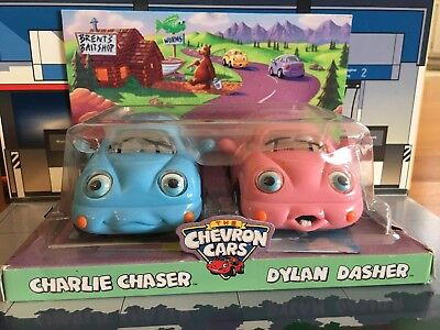 Chevron Cars 2002 ~ Charlie Chaser And Dylan Dasher ~ Nib