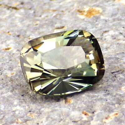 GREEN-TEAL DICHROIC OREGON SUNSTONE 2.43Ct CLARITY SI2-FOR UNIQUE JEWELRY!