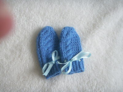 NEW Made in UK Hand Knitted Baby mittens Boy Blue 0-3 mths Cable back Ribbon tie