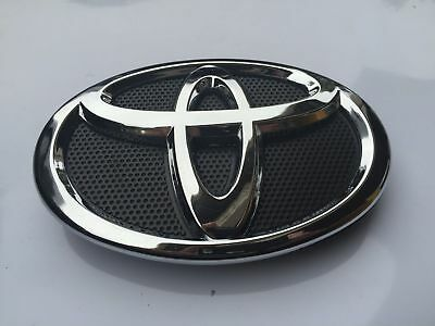 New 2010 & 2011 Toyota Camry Front Hood Grill Black & Chrome Emblem 75311-06100
