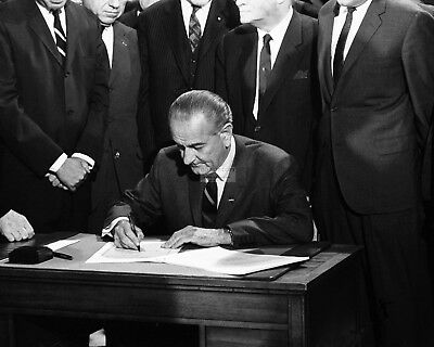 Lyndon B. Johnson Signs The 1964 Civil Rights Act - 8X10 Photo (Op-750)