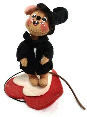 """Vintage 1996 ANNALEE 4"""" Top Hat Mouse on Heart Spring Wire Stand"""
