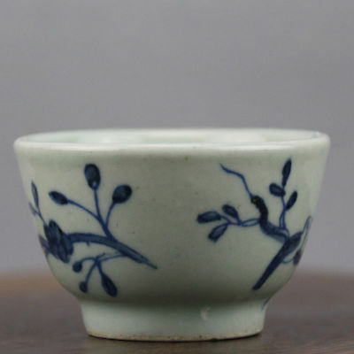 Chinese old hand-carved porcelain Blue and white bird pattern Kung fu tea cup