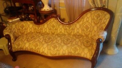 Estate Sale - Gorgeous Victorian Style Walnut Fainting Sofa Chaise Lounge