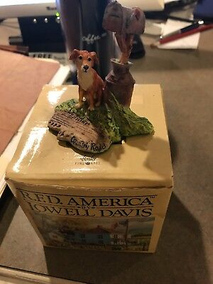 R.F.D. Lowell Davis COUNTRY ROAD Dog Figurine