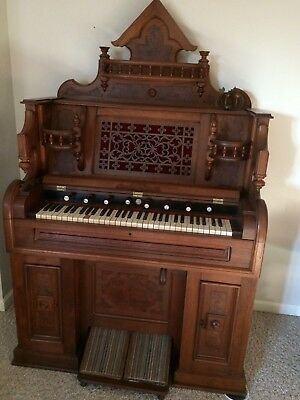 Shoninger Pump Organ  Beautiful walnut finish