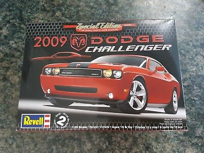 Revell 1/25 '09 Dodge Challenger SRT8 Hemi Special Edition Great Condition Rare