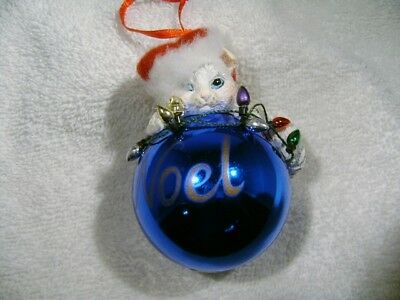 CUTE KITTEN on BLUE  CHRISTMAS XMAS TREE BALL ORNAMENT