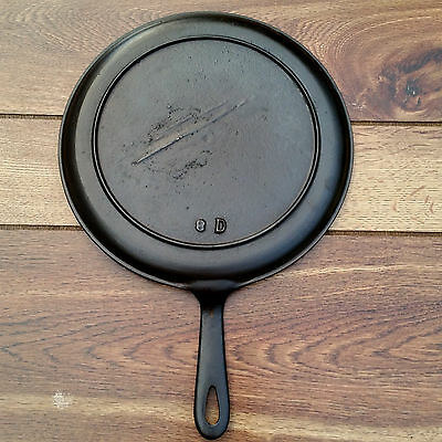 Vintage Unmarked Gate Marked 19th Century Cast Iron #8 Griddle 10""