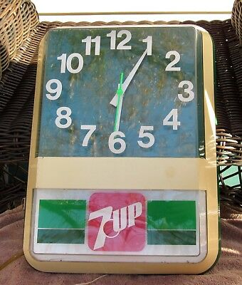 Vintage ~ 7 UP Advertising Lighted Wall Clock ~ The Clock & Light are Working!