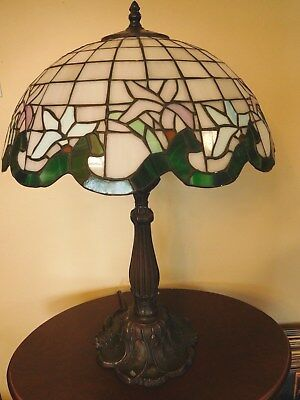 "25"" Stained Glass Tiffany Style Table Lamp - Scalloped w/ Lily Flowers"