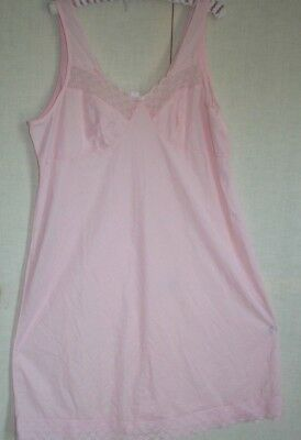 PINK KNEE LENGTH PETTICOAT SIZE 22 IN very  good condition