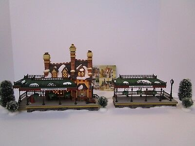 Dept 56 Dickens Village Series 1999 OLD QUEENSBRIDGE STATION, 2 PC 58443 Retired