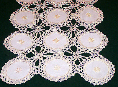 EXQUISITE VINTAGE CROCHETED LACE & LINEN RUNNER, MEDALLION DESIGN, c1930