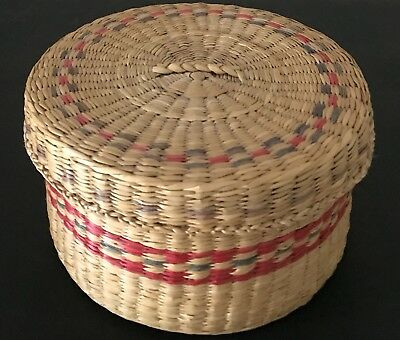Vintage NATIVE AMERICAN Natural Dyed Colored Sweet Grass Basket w/ Designs Lid