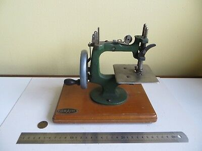 Collectors Old Miniature Vintage Grain Small Green Sewing Machine Toy 1950's a/f