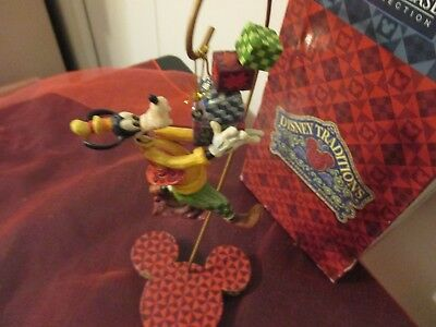 Walt Disney Showcase Traditions GOOFY WITH PRESENTS W/STAND Jim Shore Enesco NIB