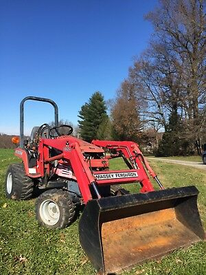 Massey Ferguson GC2300 4WD Diesel Compact Utility Tractor W/Front End Loader!