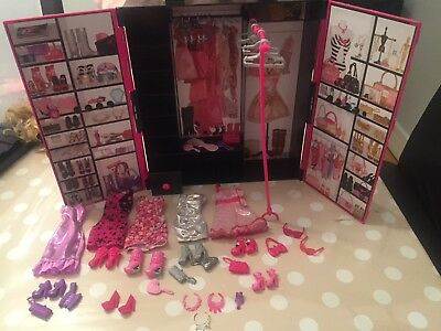 Barbie Doll And Fashionista Closet/wardrobe And Carry Case
