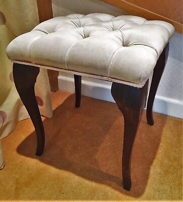 Antique style buttoned stool with cabriole legs (ref 17.9.030)