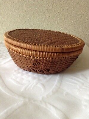 Vintage Woven Rattan Round Basket with Lid /9 inch
