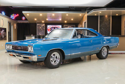 1969 Plymouth GTX  GTX! Built 440ci V8 w/ 6 Pack, 727 Auto, PS, Disc, Dana 60 Posi, Original Colors