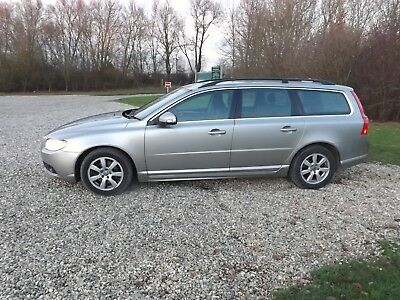 VOLVO ES D DRIVe  ESTATE  MANUAL  2010  ONLY £30 TAX   REDUCED PRICE