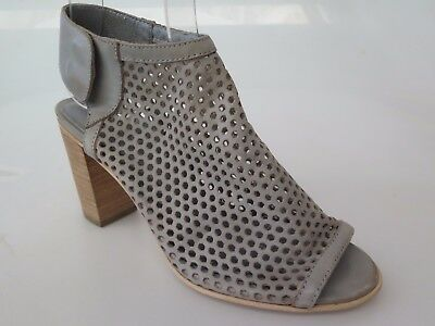 Top End - new ladies leather sandal size 37 #86