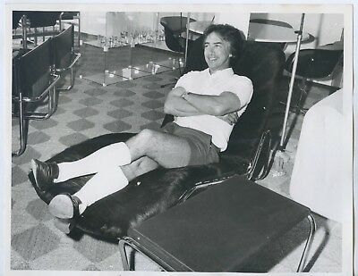 1973 Photo Don Dunstan Premier Of Sa Wearing His Famous Pink Shorts X27