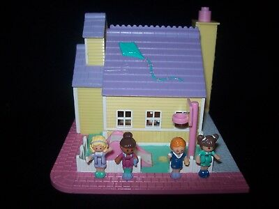 EUC 100 % Complete (Fully Lights Up) Polly Pocket Schoolhouse 1993