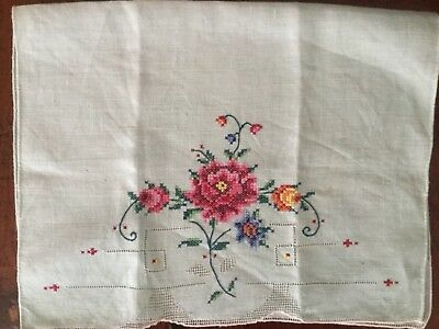 Vintage hand embroidered Guest / hand towel