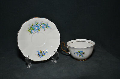 22 KT - China Blue Floral Design Tea Cup and Saucer Plate