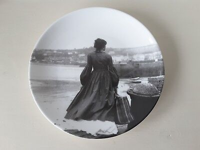 Collectable Laura Ashley plate in good condition