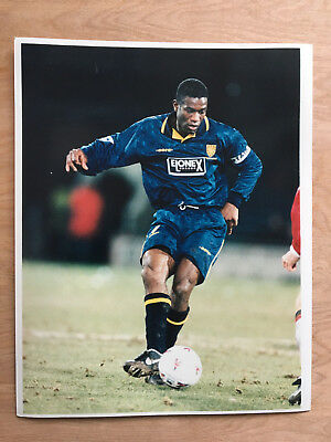 10 x 8 Colour press photo Wimbledon Fc's Robbie Earle (1991 to 2000)