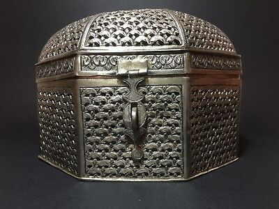 India/ME reticulated silver box. Octagonal domed shape. Silver .850