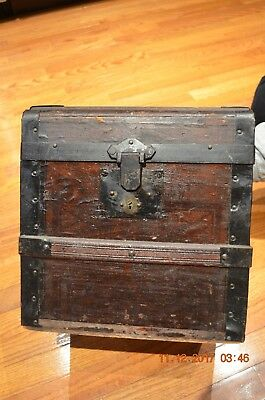Early American  RARE Small Flat top trunk  With KEY  !!!