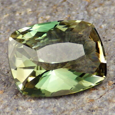 GRASS GREEN-TEAL-PEACH DICHROIC OREGON SUNSTONE 12.83Ct FLAWLESS-ONE OF THE BEST