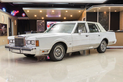 1989 Lincoln Town Car Signature 1 Owner, 43k Original Miles! 5.0L V8, Automatic, PS, PB, Disc, A/C, Clean Carfax