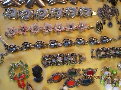 LARGE LOT OF VINTAGE TO NEW BROKE JUNK JEWELRY watermelon vintage beads