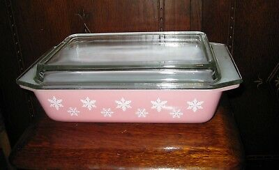 Vintage Pyrex Space Saver,with Clear Lid,  Pink Gaitey Snowflake, Excellent Con,