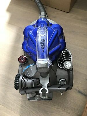 dyson vacuum cleaner In Good Condition