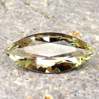 GREEN DICHROIC OREGON SUNSTONE 4.76Ct FLAWLESS-VERY BRIGHT TOP QUALITY GEMSTONE!
