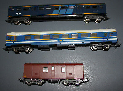 2 x HO / OO Lima passenger Carriages + 34 T Guards Van - Australian